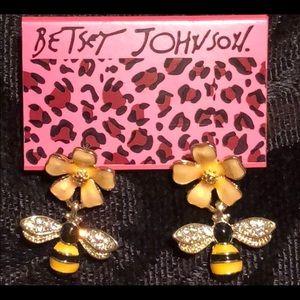Jewelry - 🌺 Honey 🐝 Bee Flowers Stud Earrings